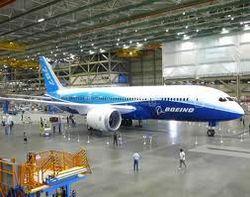 Boeing 787 останутся в ангарах до середины мая: курс акций компании на бирже