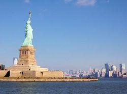 Рядом со Статуей Свободы перевернулся буксир