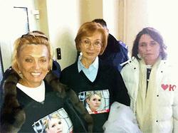 Участницы депутатского протеста