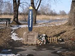 Памятный знак на месте гибели Леонида Быкова