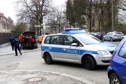 Активистки Femen перекрыли движение машин перед посольством Туниса во Франции