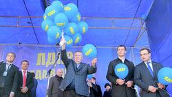 PR и политика: Жириновский устроил бесплатную раздачу мороженого