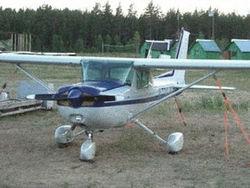 Частный самолет успешно приводнился после возгорания в полете