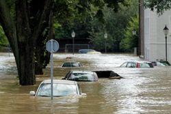 Сильнейшее наводнение в Германии, машины плавают в воде - последствия