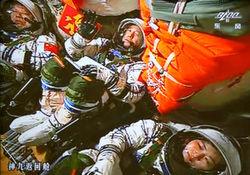 КНР: вторая женщина-космонавт полетит летом 2013-го