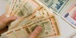 Жители Беларуси и далее избавляются от валюты