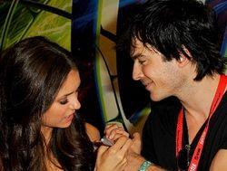 Вопрос брака разлучил героев сериала «Дневники вампира» в жизни