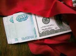 Доллар немного снижается на торгах ММВБ