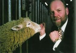 Биолог и создатель овцы Долли покончил собой случайно, - СМИ