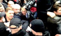 Суд: стычка «Грифона» с депутатами и штраф Тимошенко с Власенко