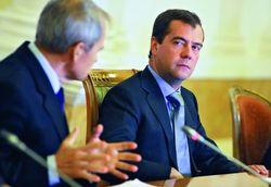 Дума просит инициатора перехода на «лето» Медведева вернуться к «зиме»