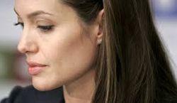 Операция Анджелины Джоли спровоцировала панику в обществе