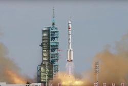 Китайский космический корабль пристыковался к орбитальной станции