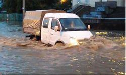 Винница страдает от наводнения, машины плавают в воде