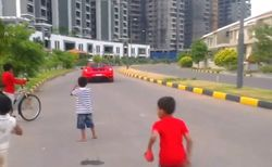В ТОП YouTube рвется видео с 9-летним водителем Ferrari из Индии