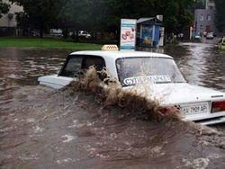 Из-за непогоды затопило город Харьков: движение полностью парализовано