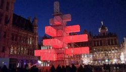 После протестов «нехристианскую» ёлку в Брюсселе демонтируют