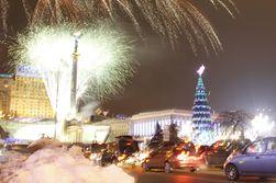 В Киеве зажгли главную елку Украины. А как у них на Западе