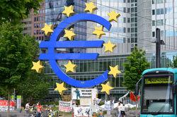 Слабая статистика еврозоны ослабляет евро