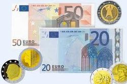 Евро дорожает по отношению к рублю, но дешевеет к доллару и иене