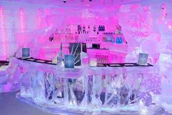 В разгар лета в Нью-Йорке открылся Ледяной бар, где всегда минус 5 градусов