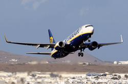 Сегодня утром Боинг 737-800, который летел из Дубаи не смог приземлиться в казанском аэропорту из-за сложных...