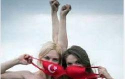 Активистка Femen показала грудь в Стамбуле и пропала