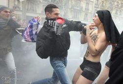Франция не Украина: в Париже избили активистов украинского FEMEN