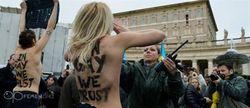 Реакция в Одноклассники и ВКонтакте на выходку FEMEN в Ватикане