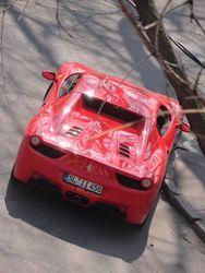 В Одессе владельцы Ferrari оставили машину на перекрестке