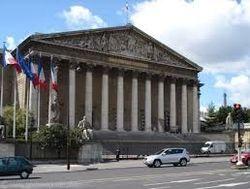 Сенат Франции не внял народным протестам, одобрив однополые браки