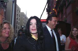 Lady Gaga инвестировала в вещи Майкла Джексона. ТОП необычных инвестиций