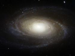 Космотелескоп Hubble разглядел супертонкую спиральную галактику