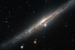Неожиданность ученых: «Хаббл» сфотографировал спиральную галактику ESO 121-6