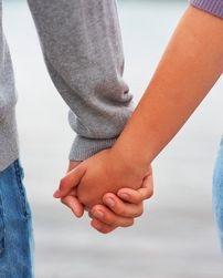 Добиться гармонии в семье поможет спрей с гормонами - ученые