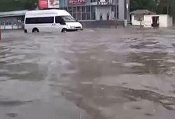 Ситуация в подтопленном дождем Херсоне нормализуется
