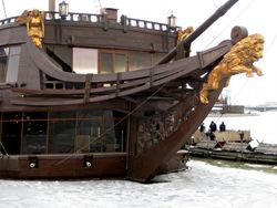 Петербурге произошел пожар на паруснике «Летучий голландец»