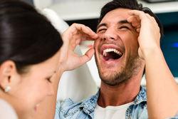 Ученые рассказали, какие области мозга активируются во время щекотки