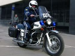 Полицейский на мотоцикле