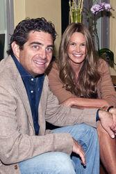 Нестареющая модель Эль Макферсон вышла замуж за миллиардера