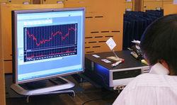 Российские фондовые индексы скорректировались вниз под конец торгового дня