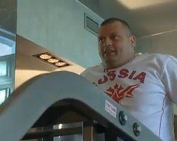 Известный российский силач отказался от госпитализации после ДТП