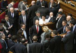 Яценюк пообещал с понедельника разблокированную ВР
