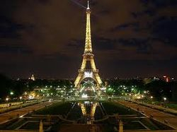 Париж замер: террористы объявили, что Эйфелева башня заминирована