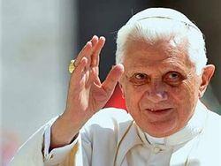 Бывший Римский папа Бенедикт XVI возвращается в Ватикан