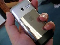 Apple работает над выпуском бюджетного айфона