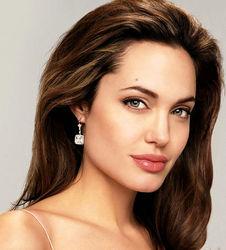 PR для всех женщин: Из-за угрозы рака Анджелине Джоли удалили грудь