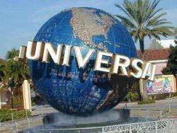 Кинокомпания Universal подала в суд за нарушение прав порноиндустрии