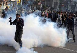 В Каире протестующих на площади Тахрир разгоняют слезоточивым газом