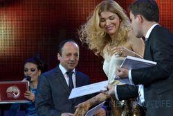 Гульнара Каримова получила приз за лучший клип года и раздала гранты
